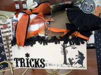 Halloween_joys_peek_3